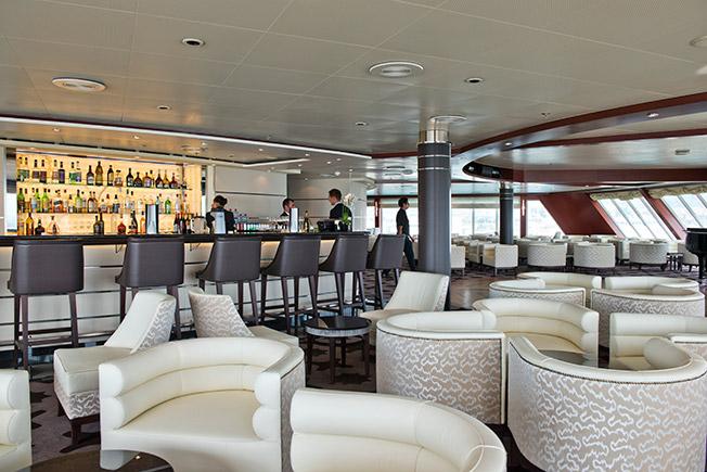 Seven Seas Voyager bar venue
