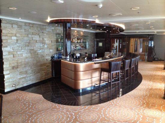 Seven Seas Voyager bar