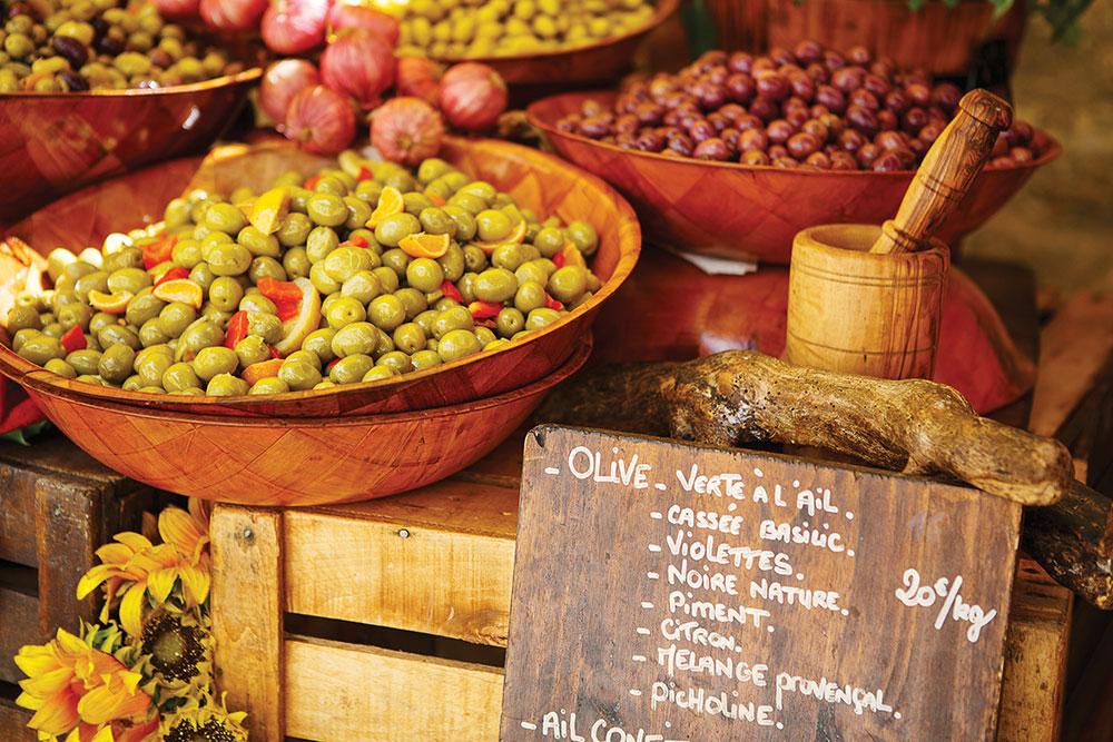 SS-225618733.olives-at-market