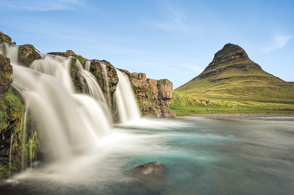 TS-525881121-Seljalandsfoss-waterfall-NEW-SKY
